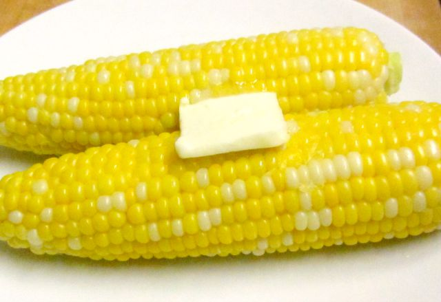 Microwave corn on the cob - Delicious fresh corn without the boiling water and the fuss! www.inhabitedkitchen.com