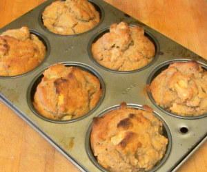Gluten Free Apple Cinnamon Muffins - www.inhabitedkitchen.com